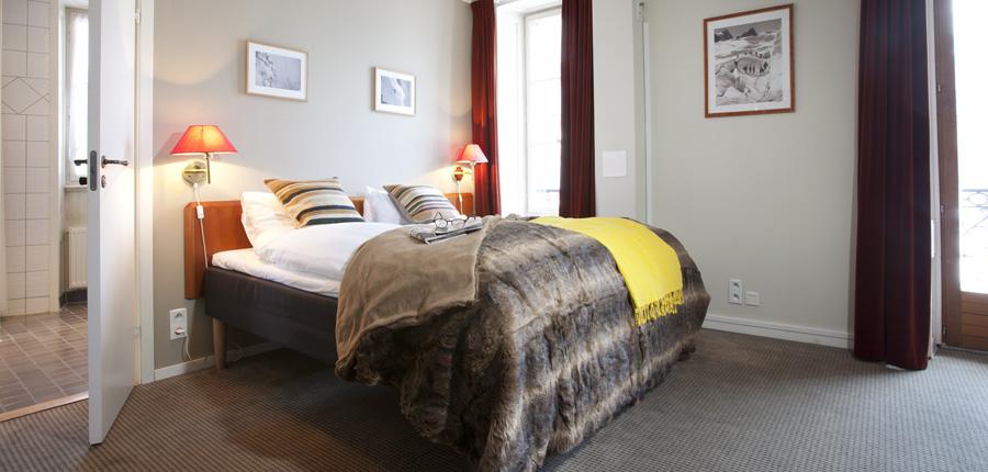 Hotel Gustavia, Chamonix, France - double bedroom.jpg